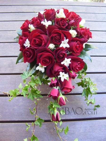 热情四溢的红色玫瑰新娘捧花传递爱人间的浪漫