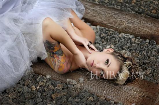 玩酷不装纯纹身替代装饰的炫酷新娘装扮
