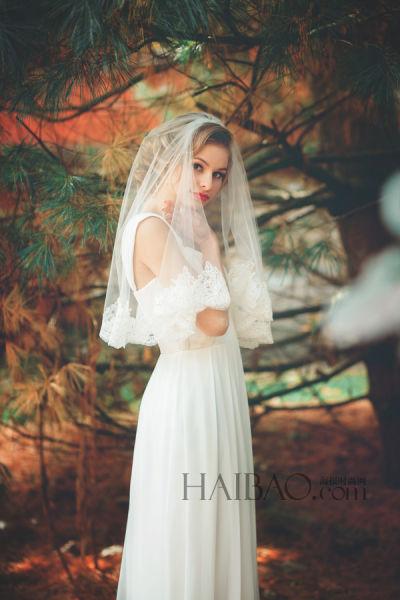 复古风格新娘头纱带来婚礼上的神圣仪式感