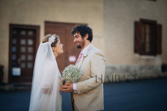 法式风格中感受甜蜜蕾丝婚纱打造浪漫新娘造型