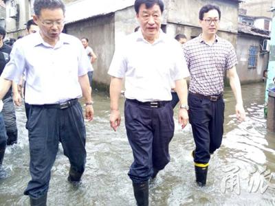 刘奇卢子跃紧急部署防汛 确保生命财产安全