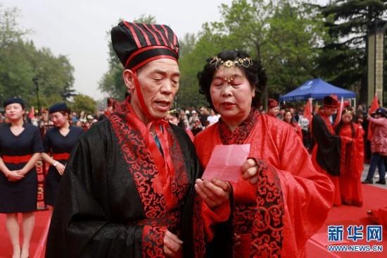 河南洛阳上演汉婚盛典35对新人集体完婚