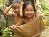村民在河谷裸浴