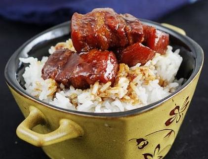 红烧肉米饭