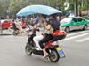 电动车装伞系违法
